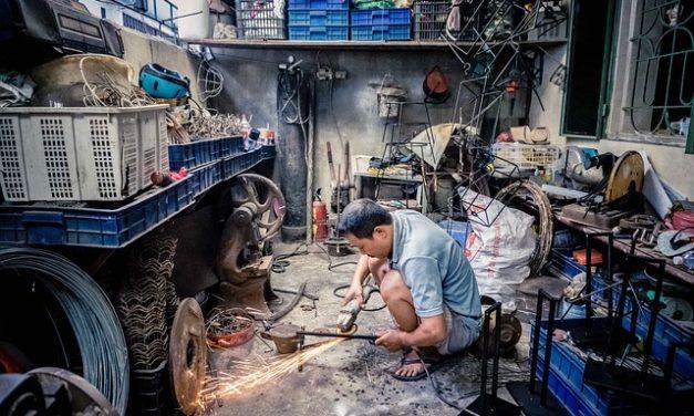 Trabajo en América Latina amenazado por la informalidad y el autoempleo: OCDE