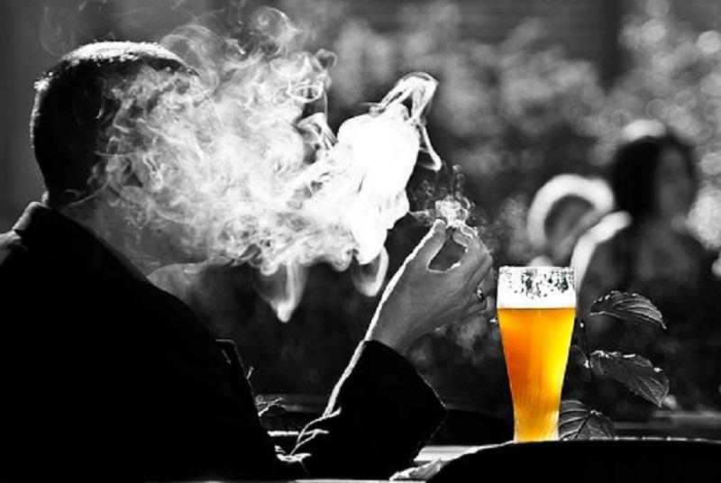 Tabaquismo y alcoholismo desbordados