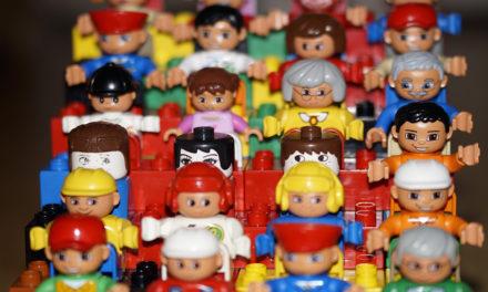 Personas que trabajan en fabricación de juguetes ganan 18,000 pesos al mes