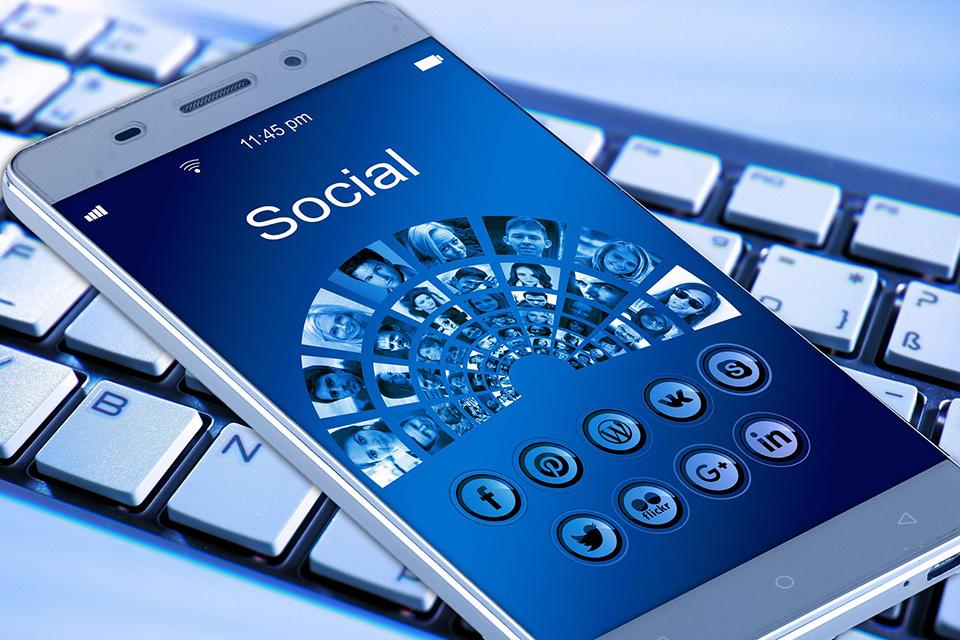Usuarios de internet usan principalmente su teléfono celular